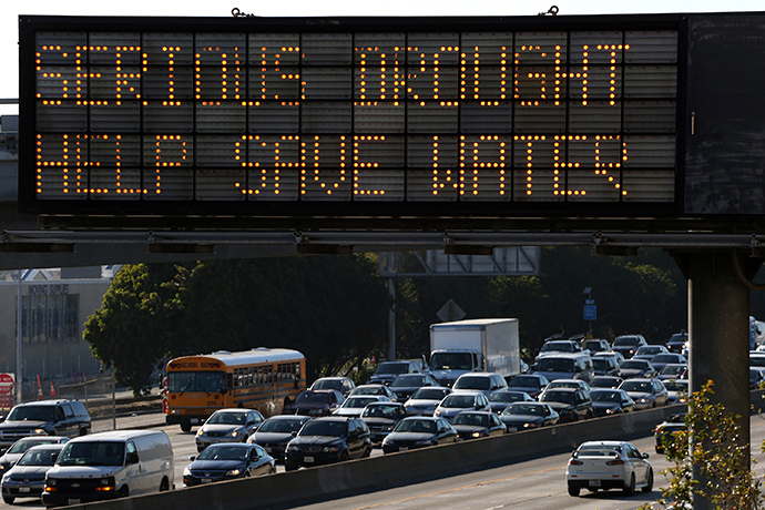 A Caltrans information sign urges drivers to save water due to the California drought emergency in Los Angeles, California (Reuters / Jonathan Alcorn)