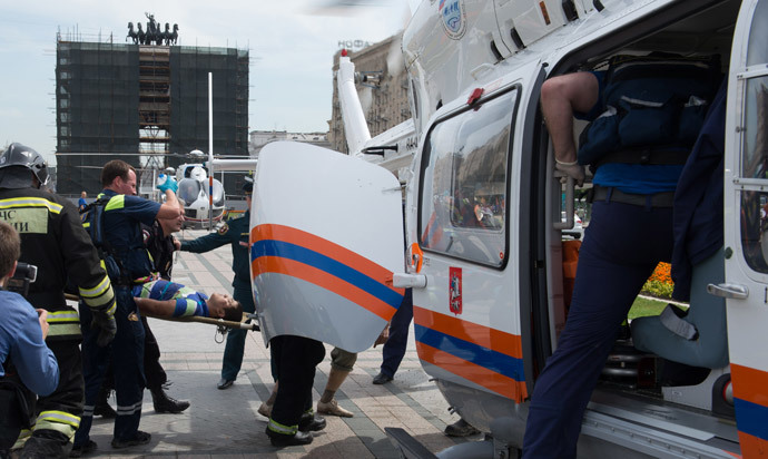 Rescuers and paramedics use helicopters to evacuate passengers injured as several subway cars derailed in Moscow, on July 15, 2014. (AFP Photo / Dmitry Serebryakov)