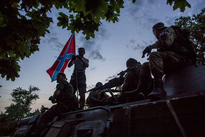 Donbass militia fighters in the town of Snezhnoye during clashes with the Ukrainian military. (RIA Novosti / Andrey Stenin)