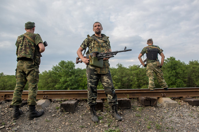 Donbass militia fighters near the town of Snezhnoye during clashes with the Ukrainian military. (RIA Novosti / Andrey Stenin)