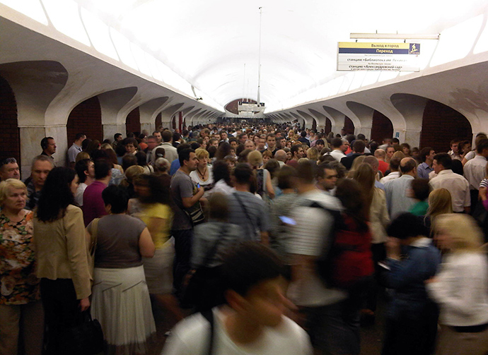 Passengers at the Borovitskaya subway station in Moscow (RIA Novosti / Gerda Antonova)