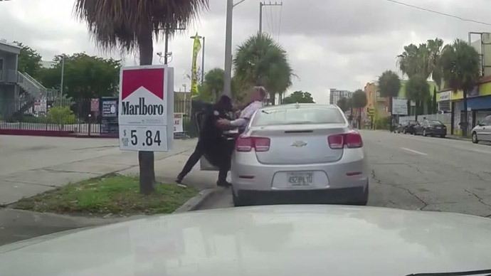 Miami cops fight after traffic stop (VIDEO)
