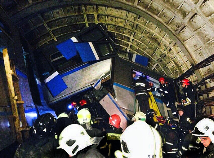 A picture taken by a cell phone shows rescuers working near a derailed subway train in a tunnel between Park Pobedy and Slavyansky Bulvar stations in Moscow, on July 15, 2014 (AFP Photo / Varya Valovil)