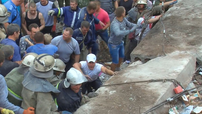 Child rescued from debris following Ukraine airstrike on residential building (VIDEO)