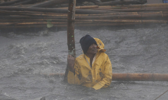 A fisherman secures his fishpen from strong winds and rain brought by Typhoon Rammasun (locally named Glenda) as it hit the coastal town of Bacoor, Cavite southwest of Manila, July 16, 2014. (Reuters)
