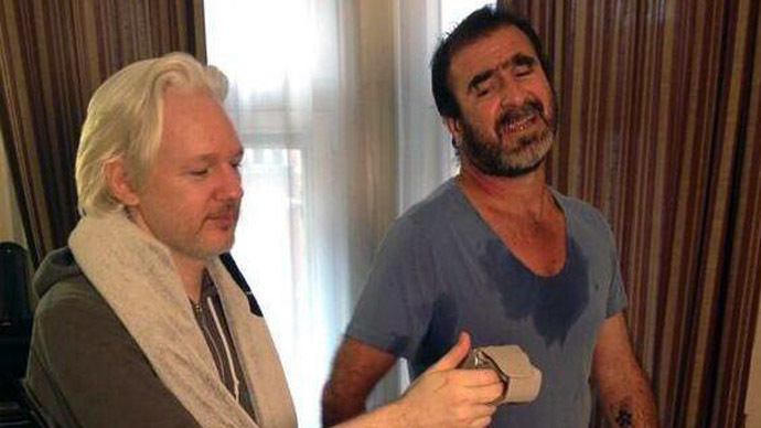 Assange filmed 'cross training' with footballer-turned-actor Eric Cantona (VIDEO)