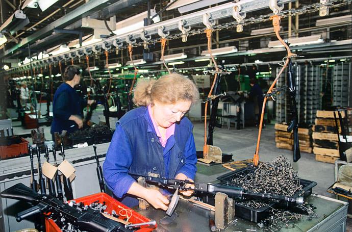Production of AK machine-guns, designed by Mikhail Kalashnikov in 1947, at the Izhevsk Machine Building Factory.(RIA Novosti / Vladimir Vyatkin)