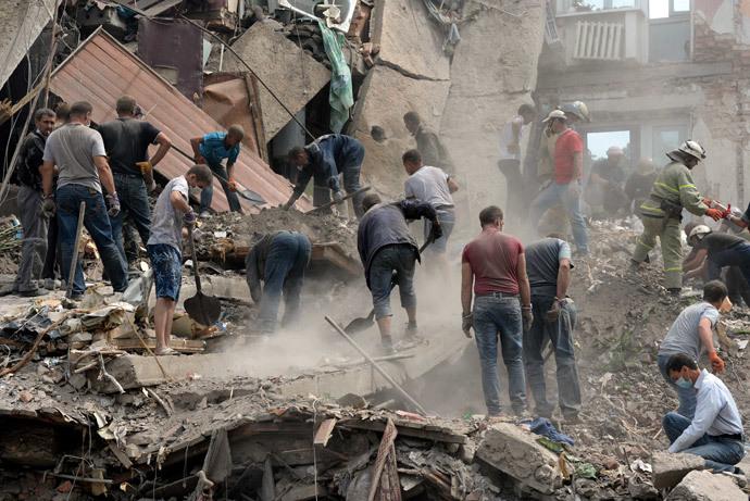 Building destroyed by the Ukrainian aviation in the township of Snezhnoye in the Donetsk Region.(RIA Novosti / Mikhail Voskresenskiy)