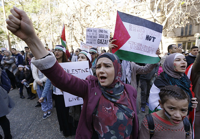 Pro-Palestinian protesters rally against Israel in Sydney July 13, 2014. (Reuters / Jason Reed)