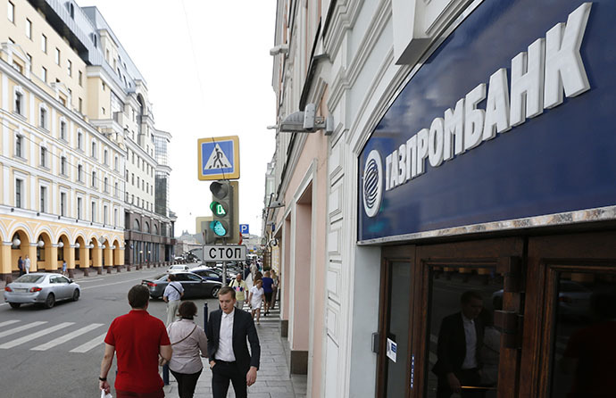 People walk past an office of Gazprombank in central Moscow July 17, 2014. (Reuters / Sergei Karpukhin)