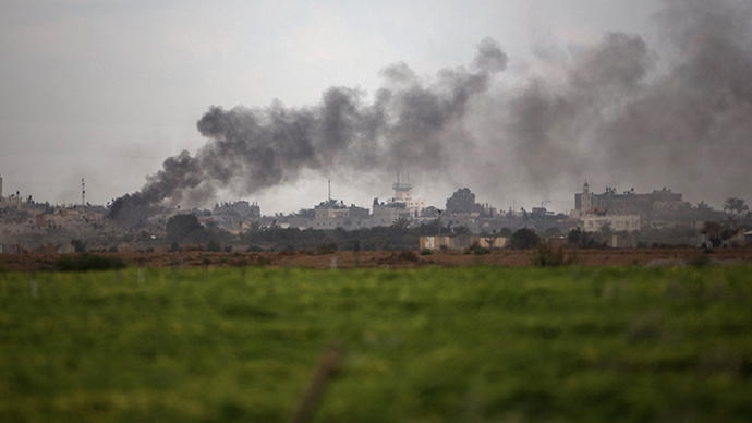A picture taken from the Israeli side of the border with the Gaza Strip shows smoke billowing from the coastal Palestinian enclave following an Israeli air strike, on July 18, 2014 (AFP Photo / Menahem Kahana)