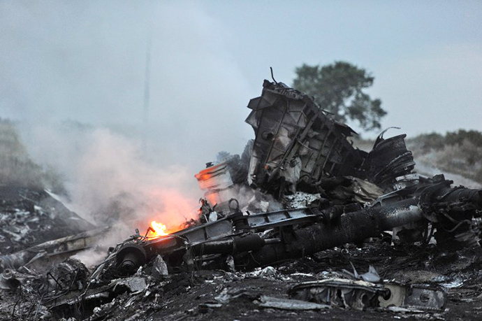 A picture taken on July 17, 2014 shows flames amongst the wreckages of the malaysian airliner carrying 295 people from Amsterdam to Kuala Lumpur after it crashed, near the town of Shaktarsk (AFP Photo / Dominique Faget)