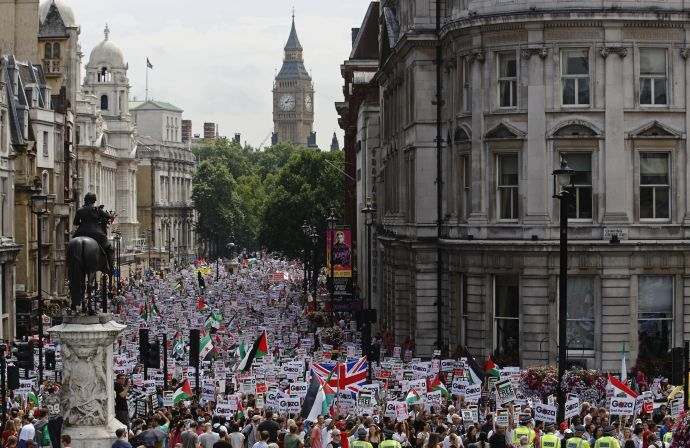 Hundreds of demonstrators march up Whitehall as they protest against Israel's military action in Gaza, in central London July 19, 2014. (REUTERS / Luke MacGregor)