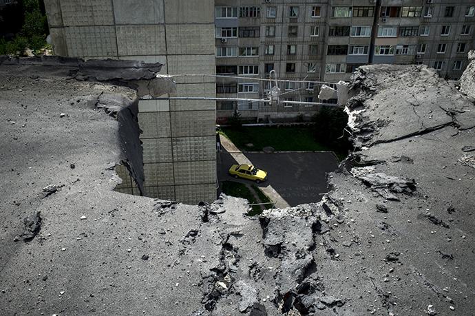 The aftermath of an artillery attack on Lugansk on July 14, 2014. (RIA Novosti / Valeriy Melnikov)