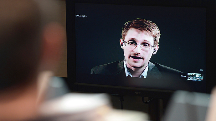 Snowden granted 3-yr residence permit in Russia - lawyer
