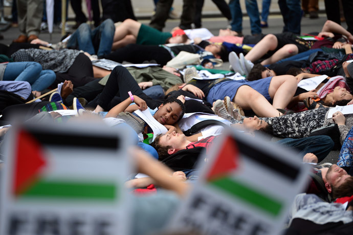 Protesters lie-down as they take part in demonstration against Israeli airstrikes in Gaza in central London on July 19, 2014 against Gaza strikes.(AFP Photo / Carl Court)