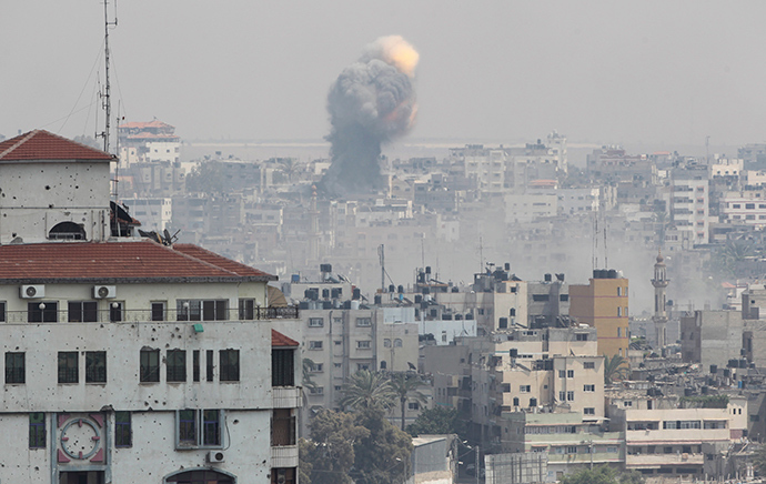 Flames and smoke are seen following what witnesses said was an Israeli air strike, in Gaza City July 21, 2014 (Reuters / Ahmed Zakot)