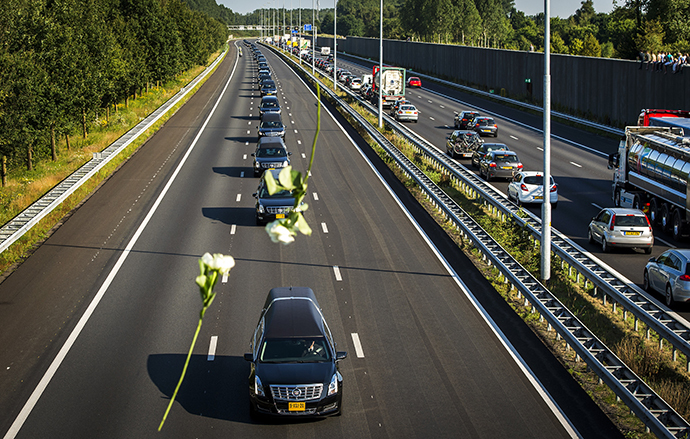 A convoy of hearses carrying coffins containing the remains of victims of the downed Malaysia Airlines flight MH17, drives from the Eindhoven Airbase to Hilversum on July 23, 2014. (AFP Photo / Remko de Waal)