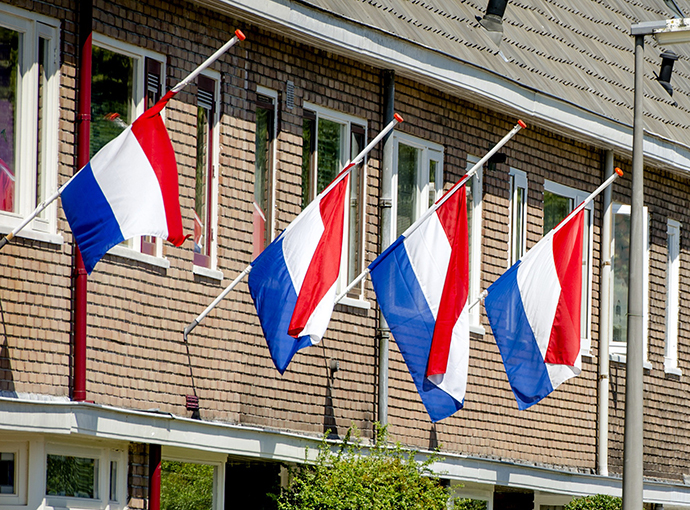 The Dutch flags fly at half-mast on houses in Utrecht, the Netherlands, on July 23, 2014. (AFP Photo / Robin van Lonkhuijsen)