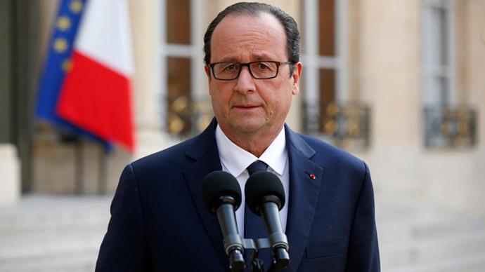 French President Francois Hollande delivers a speech following a meeting with government members at the Elysee Palace in Paris July 24, 2014, after Air Algerie flight AH5017 crashed.(Reuters / Benoit Tessier )