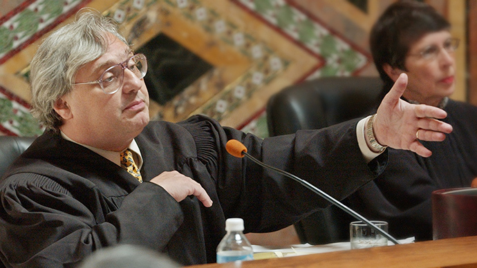 Judge Alex Kozinski (Reuters / Paul Sakuma)
