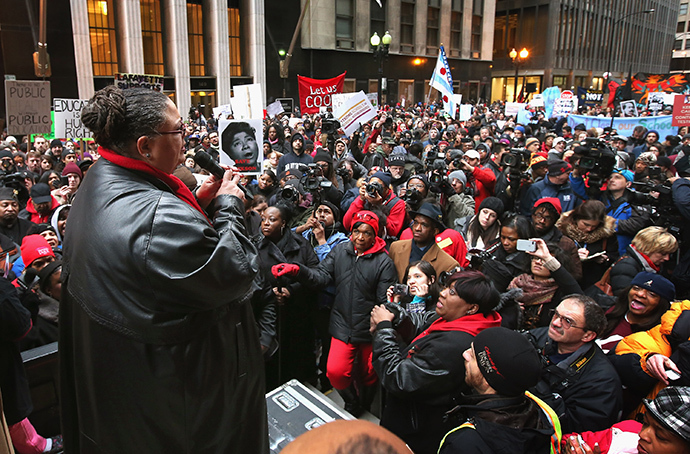 Chicago Teachers Union President Karen Lewis speaks to demonstrators protesting school closings on March 27, 2013 in Chicago, Illinois. (AFP Photo / Getty Images / Scott Olson)