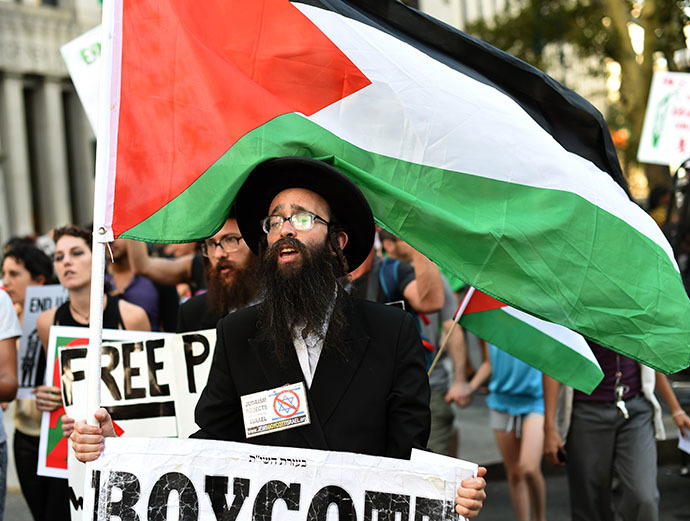 New Yorkers gather to protest Israelís military assault in Gaza during a rally at Foley Square July 24, 2014 where they will read aloud over hundred names of the Palestinian children that killed in Israelís assault, before march through lower Manhattan. (AFP Photo / Timothy A. Clary)