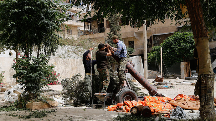 Members of Islamist rebel group al-Nusra Front prepare a home made mortar in Aleppo's Bustan al-Qasr neighborhood (Reuters / Hamid Khatib)