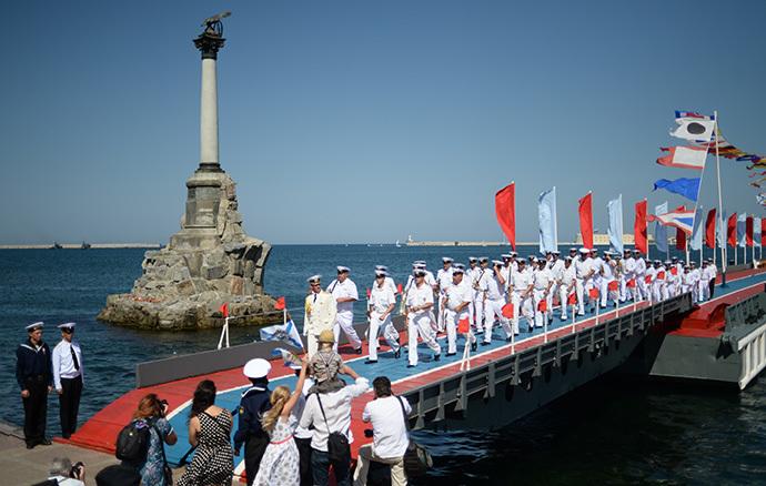 Black Sea Fleet seamen during Russian Navy Day celebrations in Sevastopol. (RIA Novosti / Konstantin Chalabov)