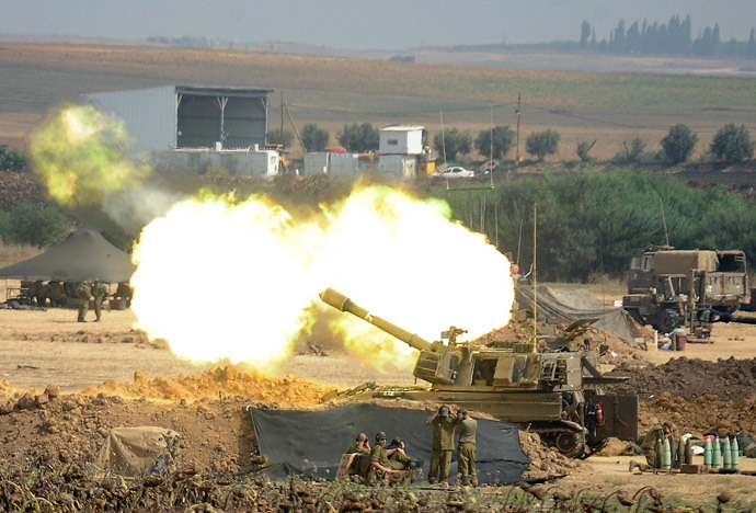 An Israeli canon fires a 155mm shell towards targets in the Gaza Strip from their position along the border between Israel and the Hamas-controlled Gaza Strip on July 29, 2014. (AFP Photo / David Buimovitch)
