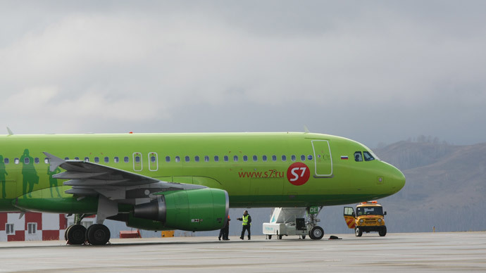 Plane sinks in melting asphalt at Moscow airport