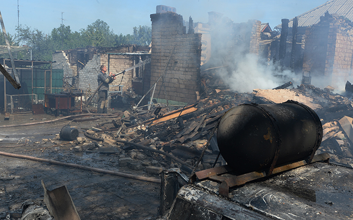 Private houses destroyed during an artillery attack on Gorlovka by the Ukrainian army 29 July, 2014 (RIA Novosti / Mikhail Voskresenskiy)