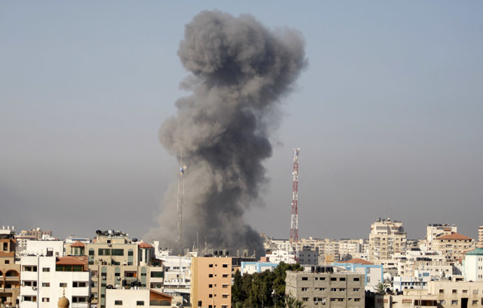 Smoke rises following what witnesses said was an Israeli air strike in Gaza City July 30, 2014. (Reuters/Suhaib Salem)
