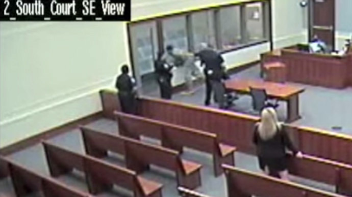 Shackled inmate attacked by deputies in courtroom (VIDEO)