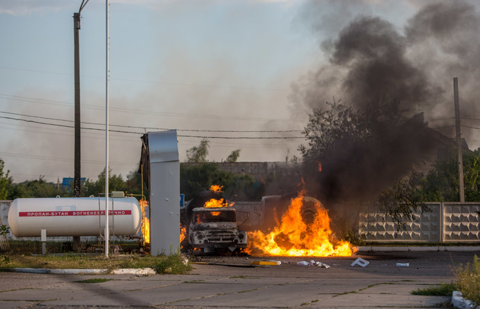 Mortar shelling causes fire at a gas station in Shakhtyorsk, Donetsk region, Ukraine. (RIA Novosti / Andrey Stenin)
