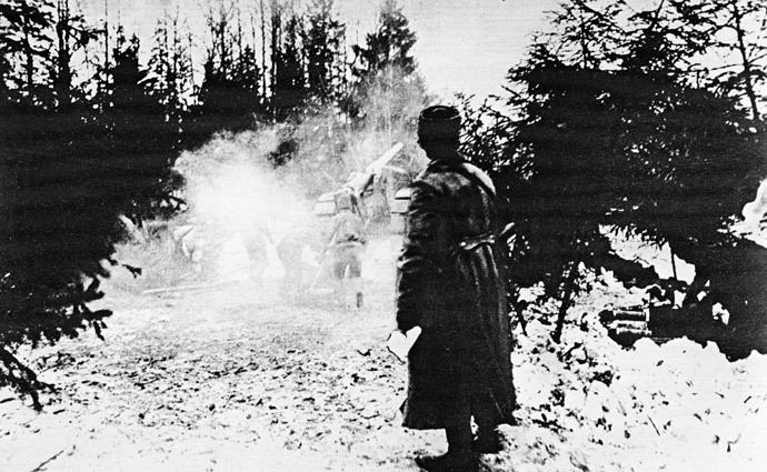 Russian artillery firing at the enemy lines during the Lake Naroch Offensive in March 1916, World War I (1914-1918). Image reproduced from a photograph. National History Museum. (RIA Novosti / Yuri Kaplun)