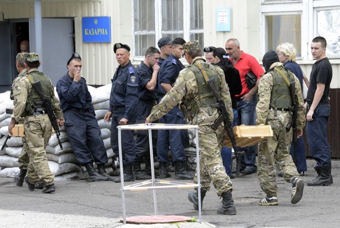 Servicemen of Ukrainian National Guard (AFP Photo / Alezander Khudoteply)