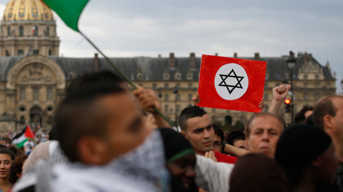 Protestors take part in a pro-Palestinian demonstration in Paris on August 2, 2014.(AFP Photo / Kenzo Tribouillard)