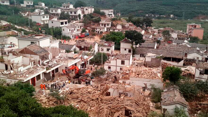 A general view shows collapsed houses after an earthquake hit Ludian county, Yunnan province August 3, 2014.(Reuters / China Daily)