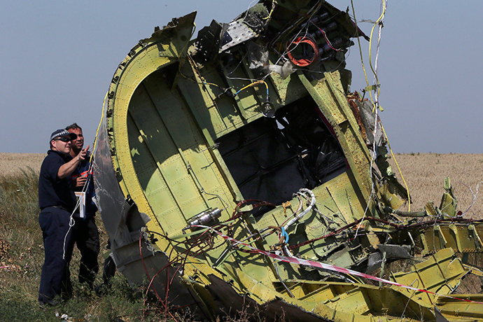 Members of a group of international experts inspect wreckage at the site where the downed Malaysia Airlines flight MH17 crashed, near the village of Hrabove (Grabovo) in Donetsk region, eastern Ukraine August 1, 2014 (Reuters / Sergey Karpukhin)