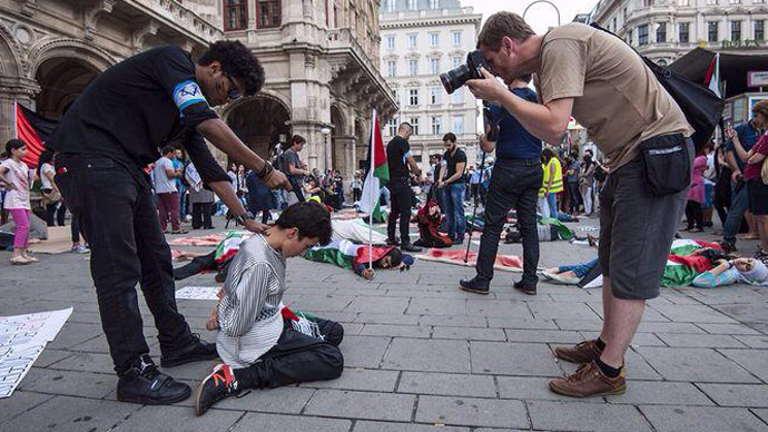 Hundreds attend flash mob in Vienna against Israeli offensive