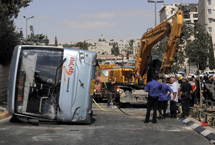 An overturned bus lies at the scene of a suspected attack in Jerusalem August 4, 2014. (Reuters)