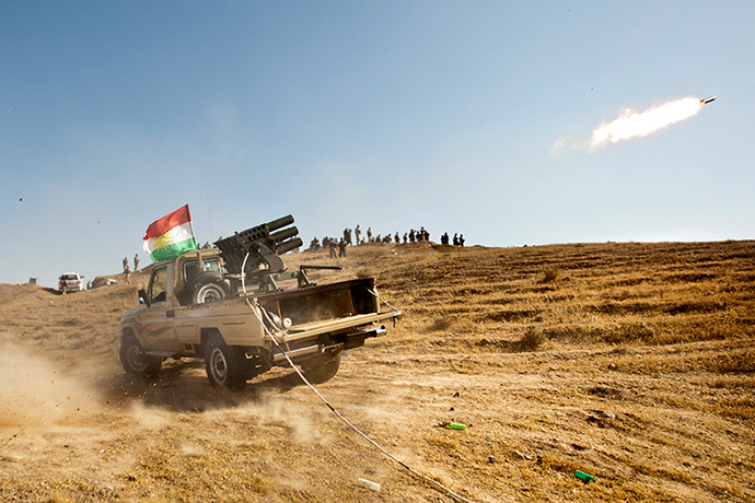 Kurdish Peshmerga forces fire missiles during clashes with militants of the Islamic State of Iraq and the Levant (ISIS) jihadist group in Jalawla in the Diyala province, on June 14, 2014 (AFP Photo)