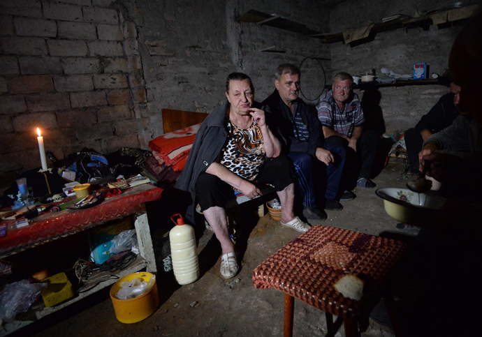 Residents of Shakhtyorsk in the basement of an apartment house during an artillery shelling by the Ukrainian army. (RIA Novosti / Mikhail Voskresenskiy)
