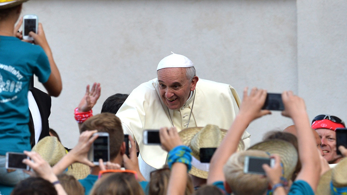 Stop wasting your life on smartphones, web - Pope Francis