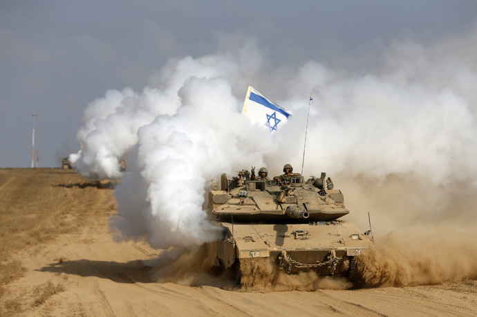 An Israeli soldier gestures from atop a tank after crossing the border back into Israel August 5, 2014. (Reuters/Baz Ratner)