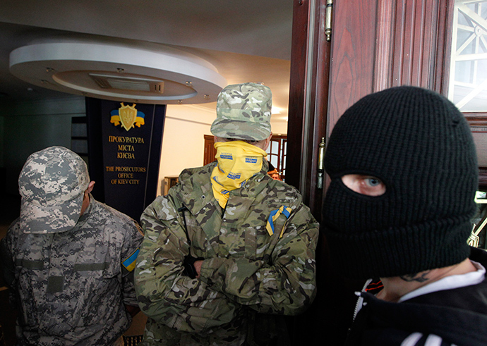 Members of the Ukrainian far-right radical group Right Sector (Reuters / Valentyn Ogirenko)