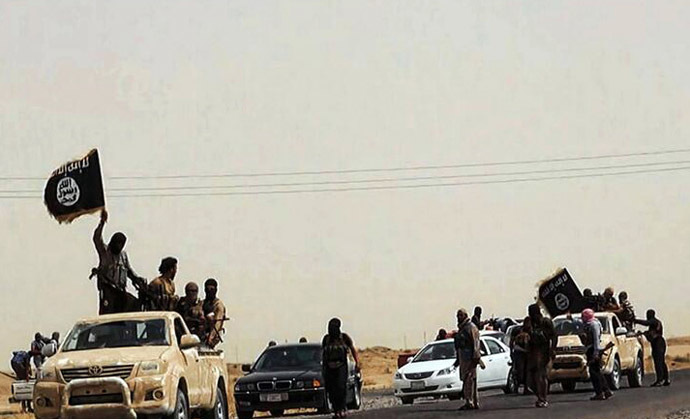 Militants of the Islamic State of Iraq and the Levant (ISIL) (AFP Photo)