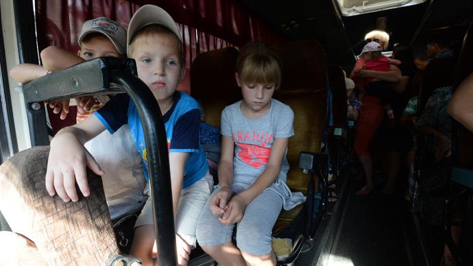 Donetsk Region residents leaving town. (RIA Novosti / Mikhail Voskresenskiy)