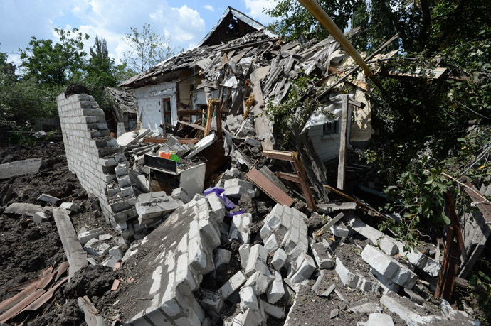 Private houses in Shakhtyorsk destroyed by a Ukrainian military artillery attack. (RIA Novosti/Mikhail Voskresenskiy)